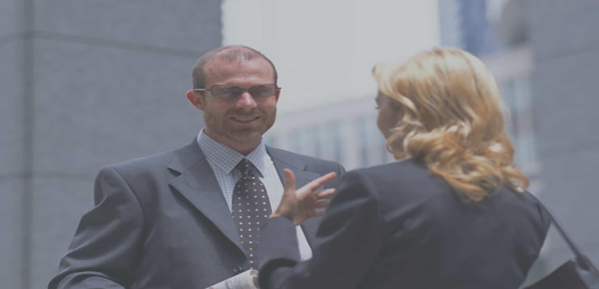 Asistente Virtual bienes raíces & Profesional de bienes raíces Tándem exitoso